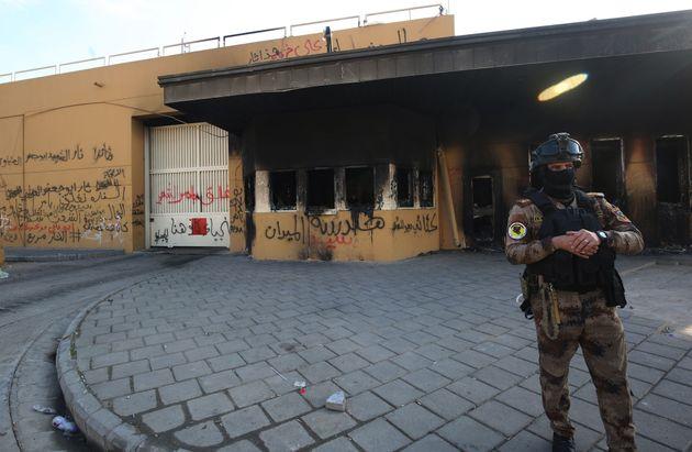 Invasores queimaram torres de vigilância da embaixada americana em Bagdá no dia