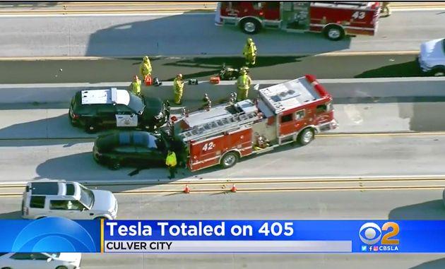 Tesla: Τρία τροχαία και τρεις θάνατοι εγείρουν ανησυχίες για τον αυτόματο