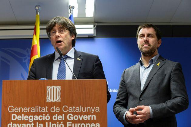 Carles Puigdemont y Toni Comin, el pasado 19 de diciembre en una rueda de prensa en