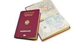 El sello en un pasaporte que un periodista español ha vuelto viral: más de 2.800