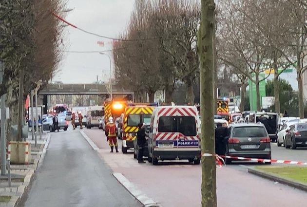Agguato a colpi di coltello vicino Parigi al grido