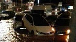 La rotura de una cañería principal provoca graves inundaciones en