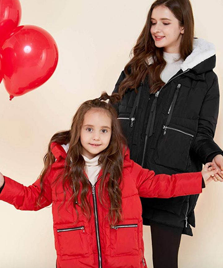 """""""The Amazon Coat,"""" also known as the <a href=""""https://amzn.to/2udHXPD"""" target=""""_blank"""" rel=""""noopener noreferrer""""><strong>Orolay Thickened Down Jacket</strong></a>, in action."""