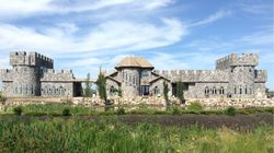 ▶ This Alberta Castle Doubles As An Exclusive 'Downton Abbey'
