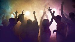 400 jóvenes siguen celebrando una fiesta desde Nochevieja en