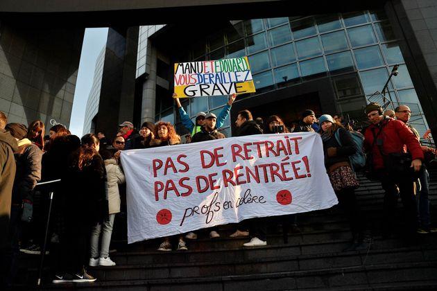 Manifestation contre la réforme des retraites devant l'Opéra Bastille à Paris, le...