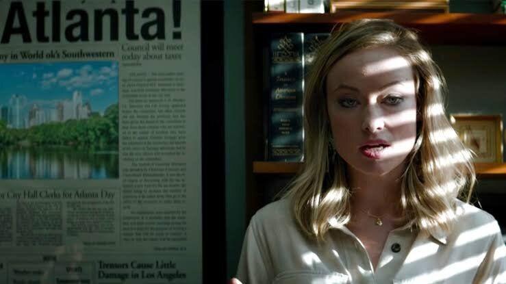 Olivia Wilde como a jornalistaKathy