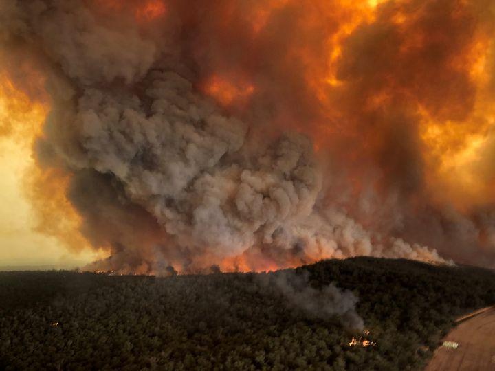 Incendios forestales en Bairnsdale, Victoria, Australia, 30 de diciembre de 2019 en esta foto obtenida de las redes sociales. Fotografía tomada el 30 de diciembre de 2019. Crédito obligatorio GLEN MOREY/via REUTERS