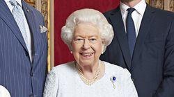 Pour fêter 2020, Elizabeth II dévoile un portrait tout sourire avec les trois futurs