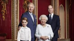La Regina Elisabetta si regala una foto con i tre eredi al
