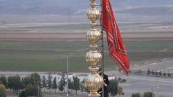 Το κόκκινο «λάβαρο του πολέμου» υψώθηκε για πρώτη φορά στο