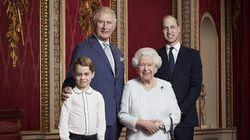 Família real britânica reúne herdeiros do trono em foto para marcar nova