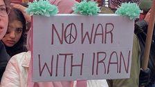 Διαδηλωτές σε Όλη ΜΑΣ πορεία Κατά του Πολέμου Με το Ιράν
