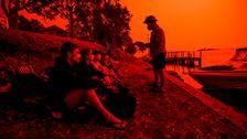 Σε Εικόνες: Πυρκαγιές Στην Αυστραλία Γύρισε Το Αίμα Κόκκινο Ουρανό