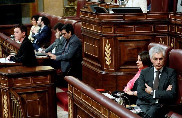 El miembro de la mesa del Congreso, Adolfo Suárez Illana, del PP, se gira en su
