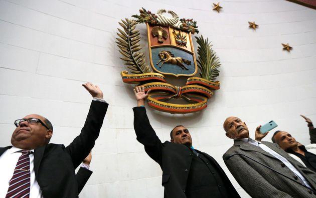 La Asamblea Nacional de Venezuela elige nuevo presidente sin apenas presencia de