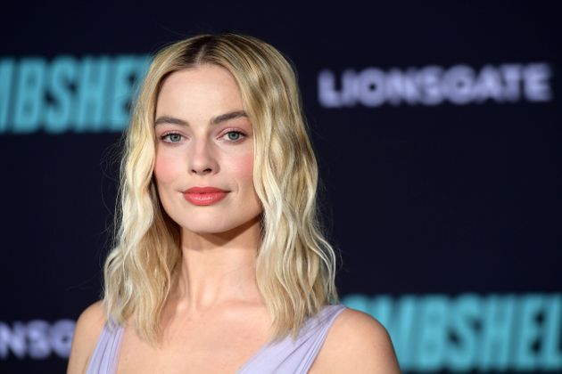 Bombshell star Margot Robbie has asked her fans to generously donate to firefighting services...