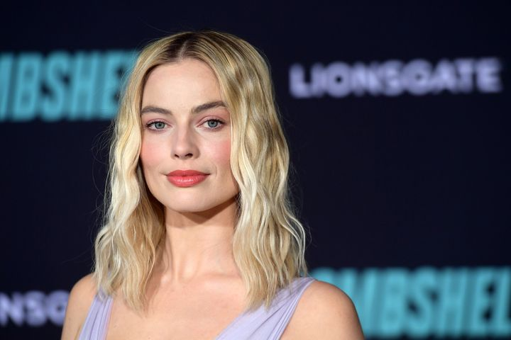 Bombshell star Margot Robbie has asked her fans to generously donate to firefighting services and wildlife shelters as the bushfire crisis in Australia continues.