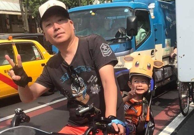 (左から)村橋ゴローさんと息子さん。