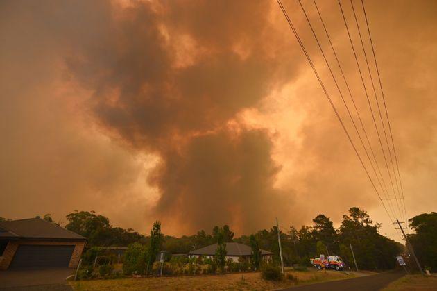 12月21日、シドニー南西部で撮影された写真。煙が空を埋め尽くした。