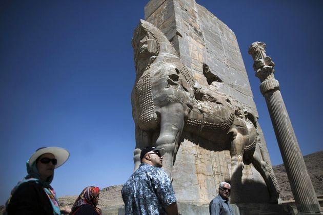 La porte de Xerxès dans les ruines de l'ancienne ville de Persépolis, en Iran, en septembre