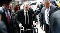 Weinstein arrive au tribunal en déambulateur pour le début de son