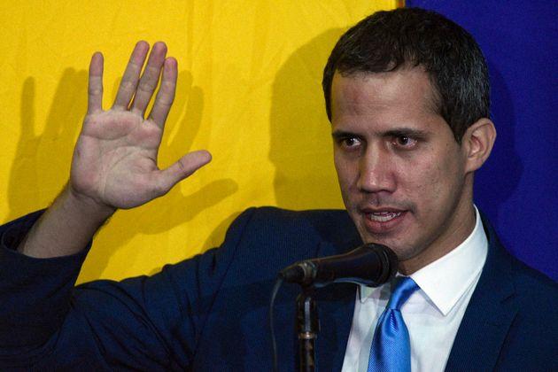 Guaidó, reelegido en su cargo en una sesión alternativa llevada a cabo en la redacción...