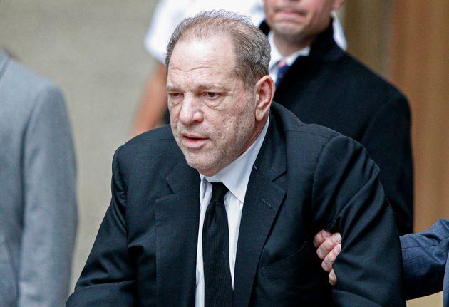 Harvey Weinstein était présent à New York pour le début de son procès...