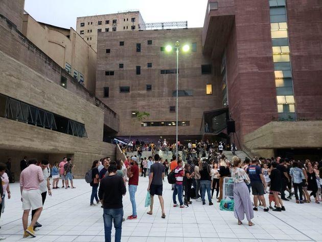 Toda a programação é gratuita e realizada em locais como o Theatro Municipal, Praça...
