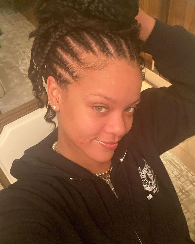 Les fans de Rihanna attendent son album, elle leur donne... un selfie sans maquillage - Le HuffPost