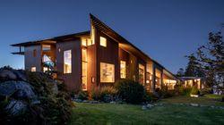 Cette incroyable villa traversée par une rivière est en vente à un prix réduit de
