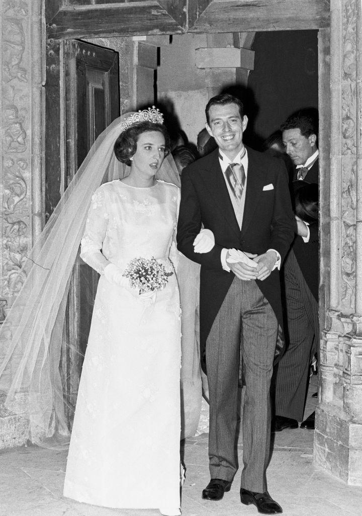 Pilar de Borbón y Luis Gómez-Acebo el día de su boda en Estoril (Portugal). 6 de mayo de 1967.