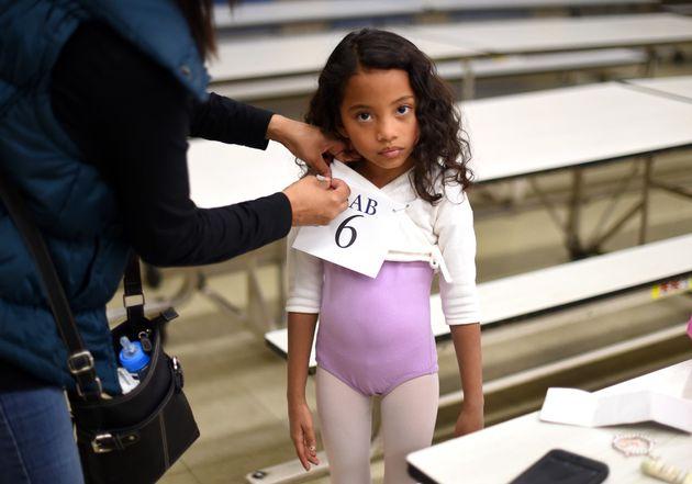Charlotte Nebres, então com seis anos de idade, faz um teste para a The School of American Ballet,...