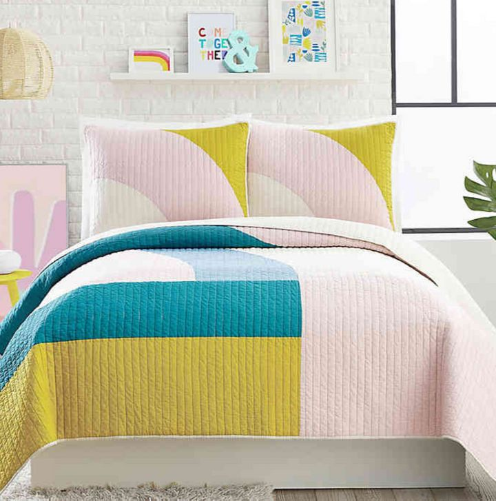 "It's easy to find comfort with this trend.&nbsp;<strong><a href=""https://fave.co/2tGY4Vu"" target=""_blank"" rel=""noopener noreferrer"">Find the set at Bed Bath &amp; Beyond</a></strong>."