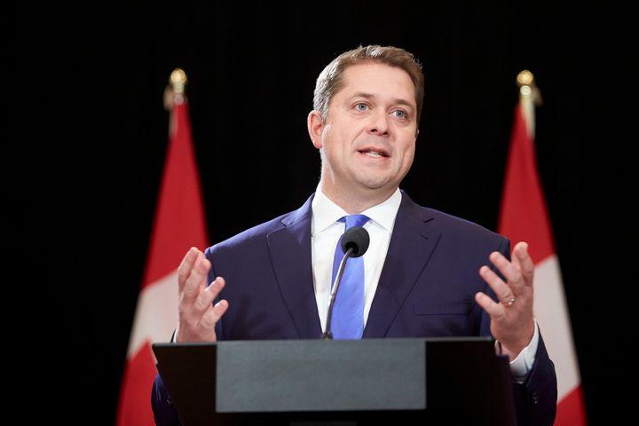 Andrew Scheer prend la parole lors d'une conférence de presse à Regina, en Saskatchewan, le 22 octobre 2019. (photo d'archives)