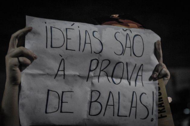 Brasileiros mobilizam-se nas redes e vão para as