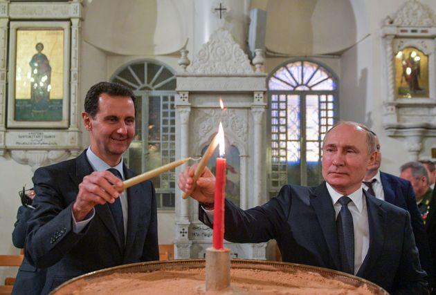Bashar Al Assad y Vladimir Putin ponen velas en la Catedral de Nuestra Señora de la Dormición,...