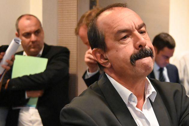 Le secrétaire général de la CGT Philippe Martinez et en arrière-plan, le secrétaire général de la CFDT,...