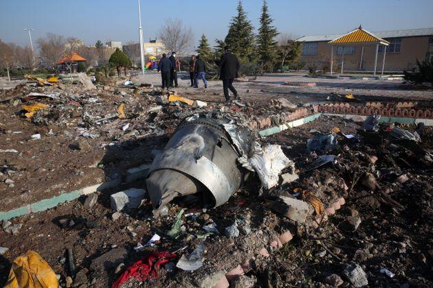 Avião ucraniano cai após decolar no Irã e deixa 176