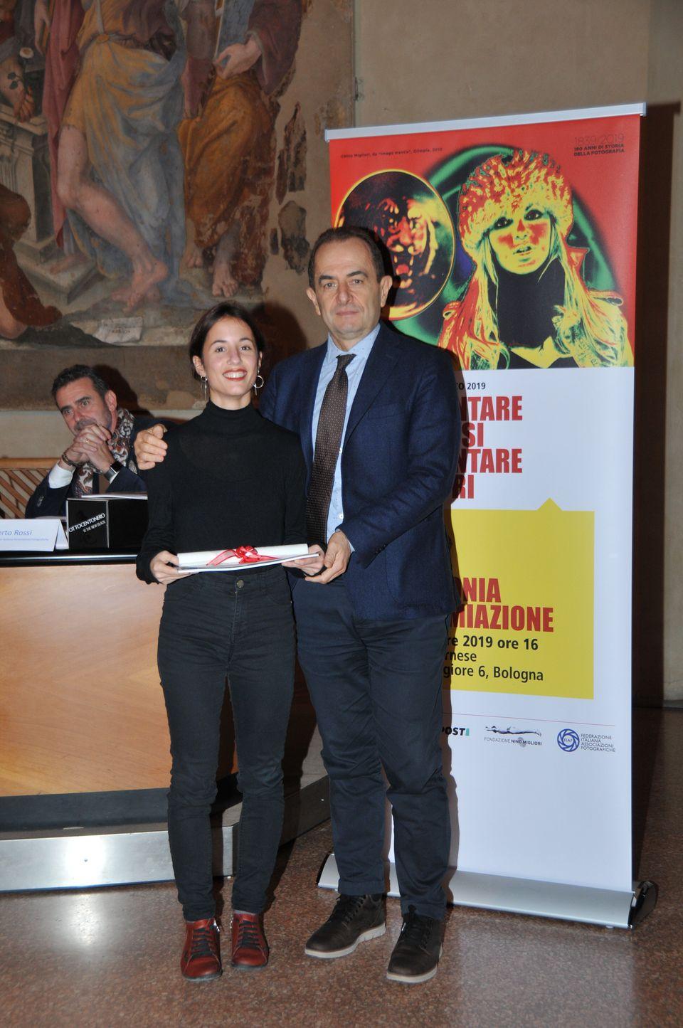 Cecilia Rossetto premiata da Eugenio Tangerini BPER Resp. Relazioni