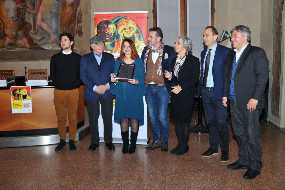 Noemi Pittalà. 1° Premio. La foto con lacommissione giudicatrice: Nino Migliori, Marina...