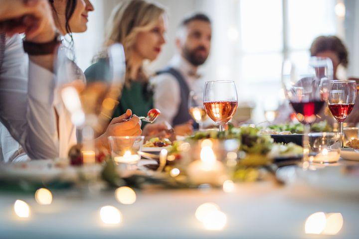 Για το τραπέζι του γάμου, σπαταλώνται πολλά χρήματα.