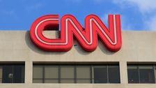 CNNが確定訴訟とのティーンケンタッキー装着黒の帽子のデモ