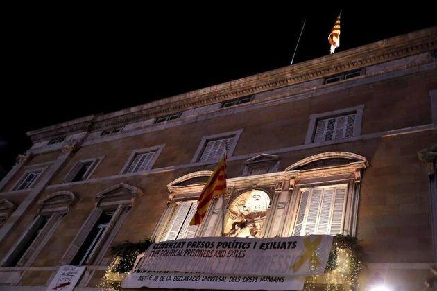 Imagen del Palau de la Generalitat durante los minutos en los que la bandera española fue
