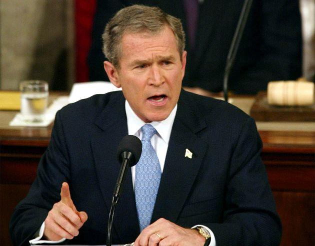O presidente George W. Bush rotula a Coreia do Norte, o Irã e o Iraque como um