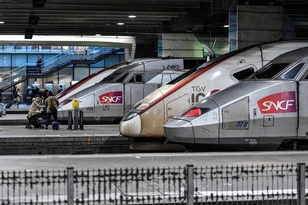 Des TGV en gare Montparnasse à Paris le 2 janvier