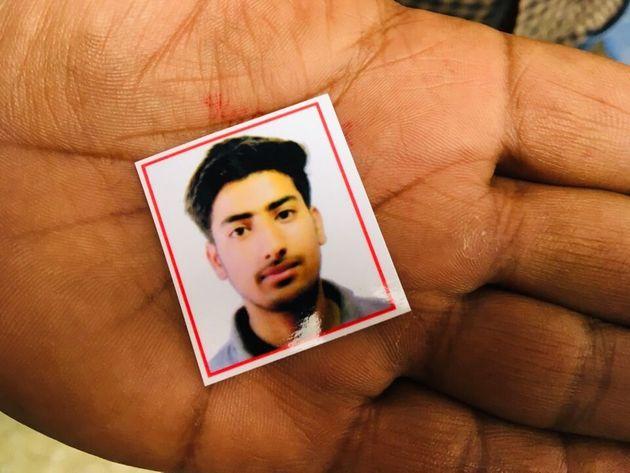 Passport-size photograph of Osaib