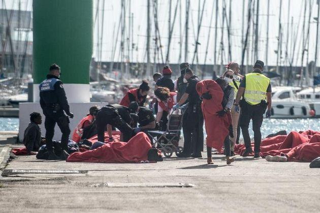Efectivos de Salvamento Marítimo, Cruz Roja, la Policía y otros servicios de emergencia...