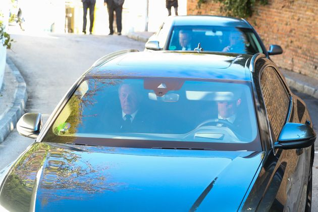 El rey Juan Carlos, en la capilla ardiente de Pilar de Borbón el 9 de enero de
