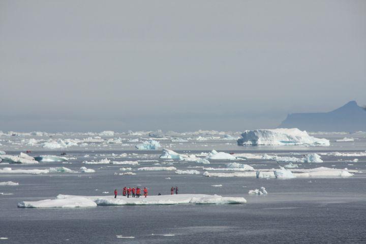 Le must du must: marcher sur un mini iceberg